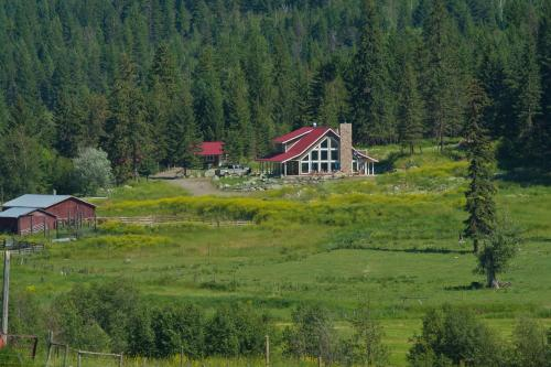 Tod Mountain Guest Cabins - Sun Peaks, BC V0E 1Z1