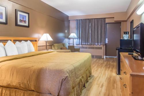 Econo Lodge Downtown Ottawa Photo