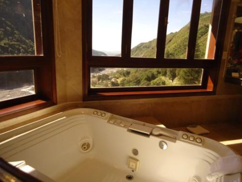 Hotel Spa Termas de Reyes Photo