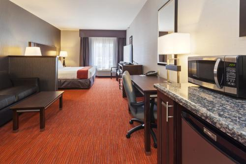 Holiday Inn Express Hotel & Suites Rapid City - Rapid City, SD 57701