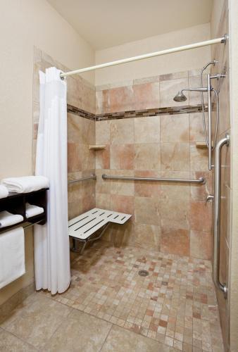 Holiday Inn Express Hotel And Suites Aberdeen - Aberdeen, SD 57401