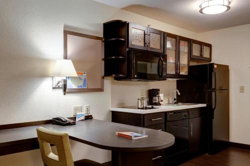 Candlewood Suites Manhattan - Manhattan, KS 66502