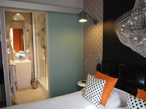 Porte de Versailles Hotel photo 24
