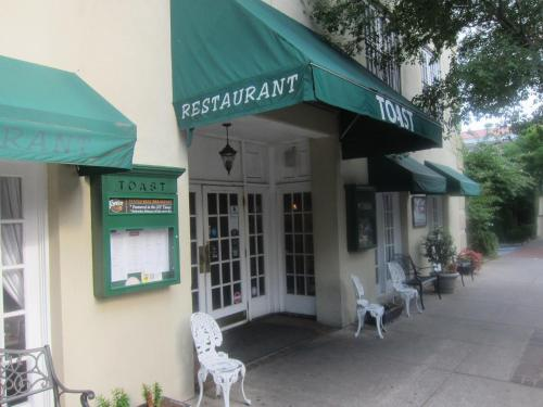 Days Inn Charleston Historic District Photo
