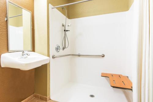 Microtel Inn & Suites By Wyndham Montgomery