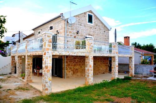 Deluxe Stone House
