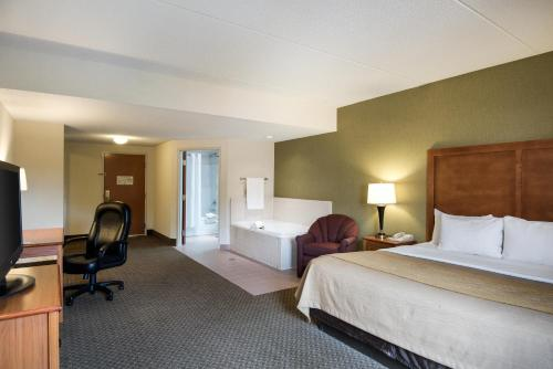 Comfort Inn & Suites & Suites LaVale - Cumberland Photo