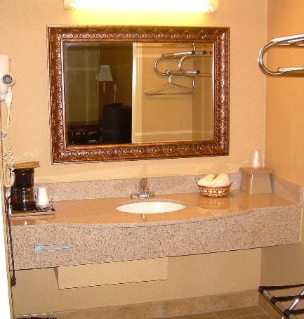 Executive Inn And Suites Springdale - Springdale, AR 72764