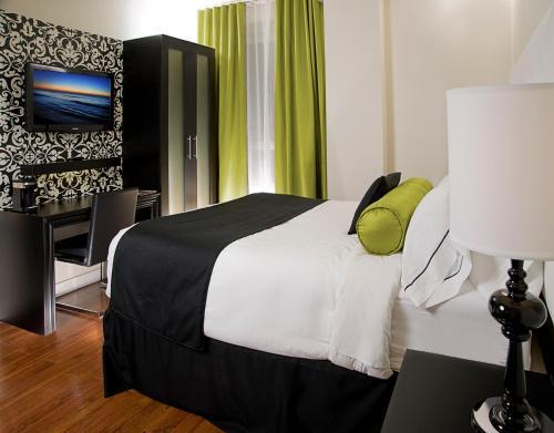 Hotel Victoria - Toronto, ON M5E 1G5