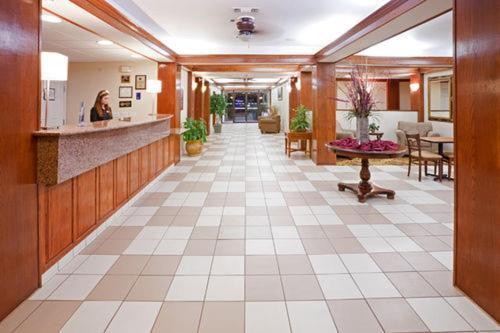 Brownwood Express Inn & Suites