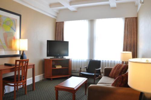 The Sylvia Hotel - Vancouver, BC V6G 2P6