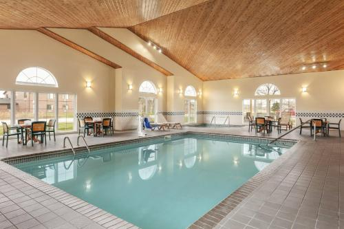 Country Inn & Suites by Radisson, Ames, IA Photo