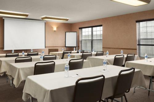 Country Inn & Suites by Radisson, Fort Dodge, IA Photo