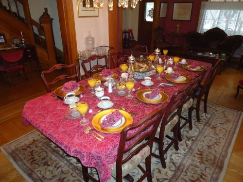 Absolute Elegance Bed And Breakfast - Niagara Falls, ON L2G 2B6