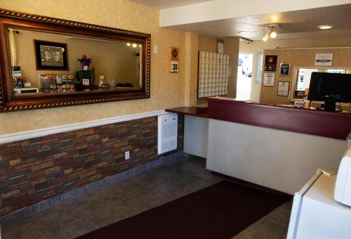 Scott's Inn & Restaurant - Kamloops, BC V2C3Y1