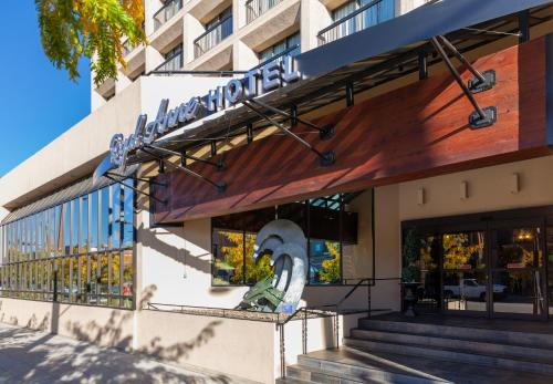 Royal Anne Hotel - Kelowna, BC VIY 6N5