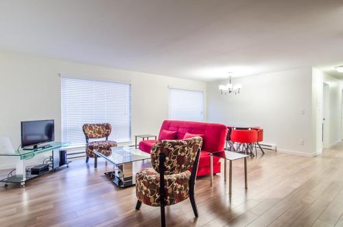 Puget Blue Apartment - Seattle, WA 98119