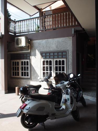 Chommuang Guest House photo 24