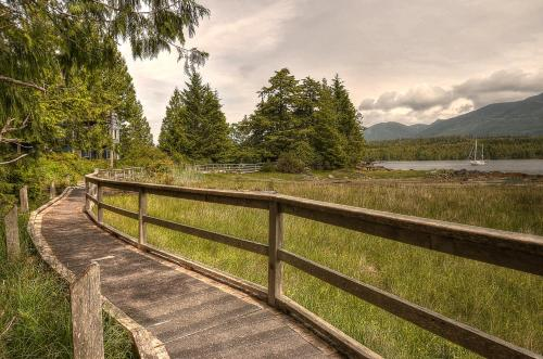 Waters Edge Shoreside Suites - Ucluelet, BC V0R 3A0