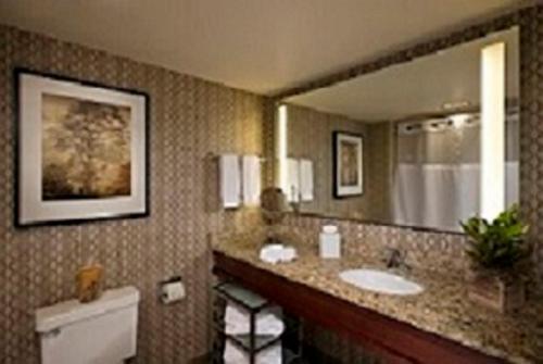 Eaglewood Resort & Spa Photo