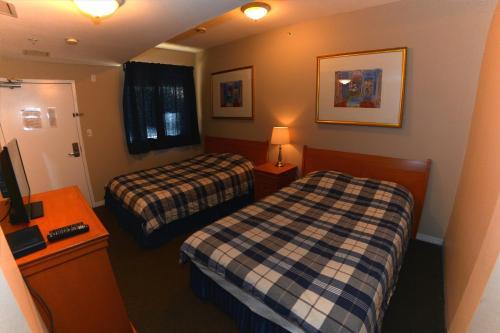 Squamish Adventure Inn - Squamish, BC V8B 0A5