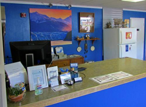 Creekwood Inn - Anchorage, AK 99503
