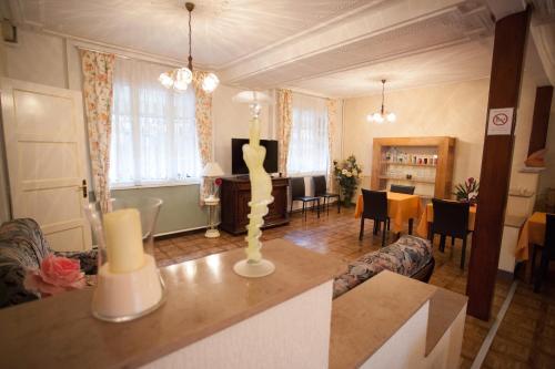 hotel de la cit h tel 12 rue de la charri re 51000 ch lons en champagne adresse horaire. Black Bedroom Furniture Sets. Home Design Ideas