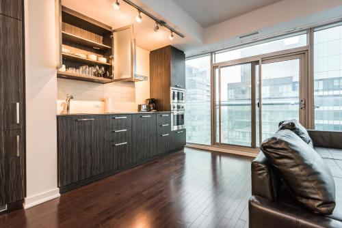 Downtown Luxury Lakeview Condo - Toronto, ON M9W 3L1