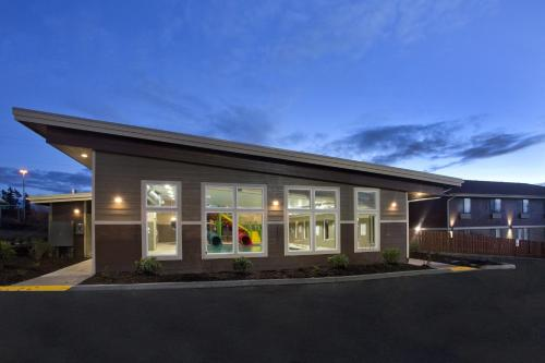 Red Lion Inn and Suites Federal Way Photo