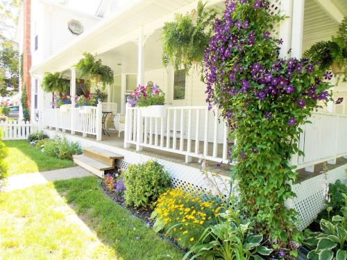 Finlay House Bed And Breakfast - Niagara On The Lake, ON L0S 1J0