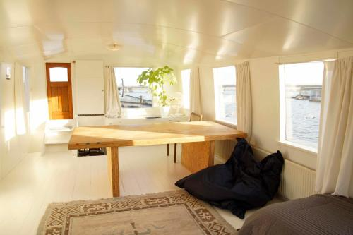 The Island Houseboat photo 11