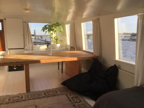 The Island Houseboat photo 4