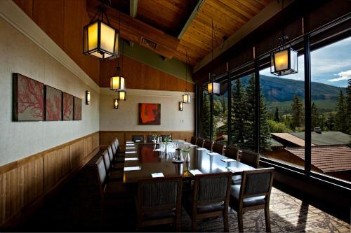 Banff Park Lodge Photo