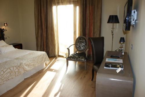 Triple Room Villa Nazules Hípica Spa 8