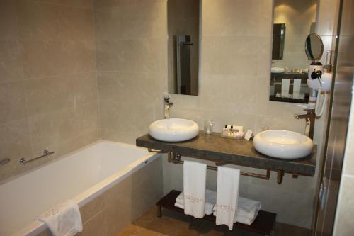 Twin Room Villa Nazules Hípica Spa 4