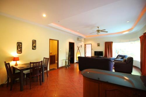 Cosy Beach Pool Villa By Pattaya Sunny Rentals