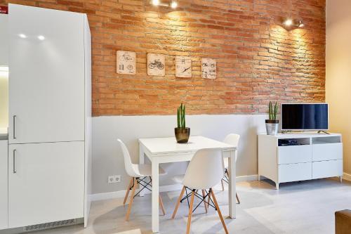 Urban District Apartments-Vintage Suites & Loft photo 48