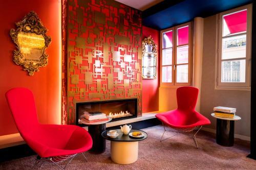 40 Rue de Lille, 75007 Paris, France.