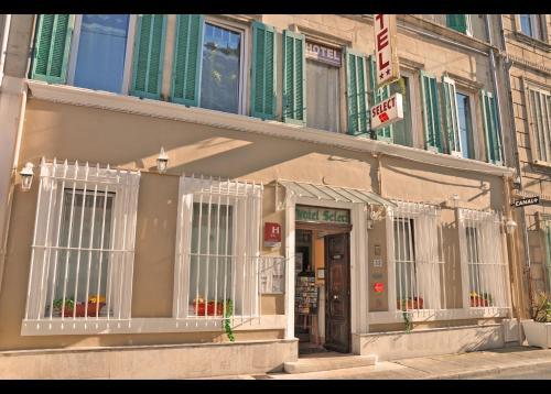 H tel select h tel 35 rue de suffren 13300 salon de for Horaires poste salon de provence