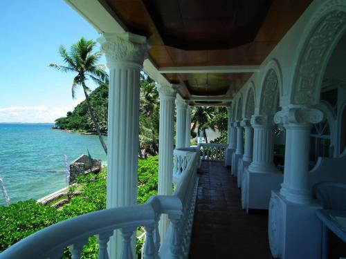 Blue Crystal Beach Resort Hotel Puerto Galera