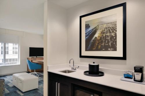 Hampton Inn & Suites Rosemont Chicago O'Hare Photo
