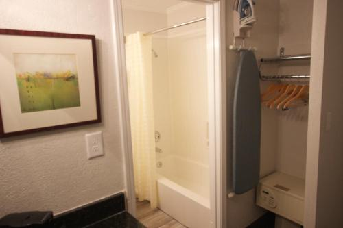 At Home Inn & Suites - Pensacola, FL 32505