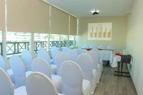 Hotel Bahía Suites Photo