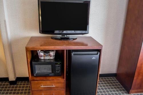 Comfort Suites Portland Southwest Photo