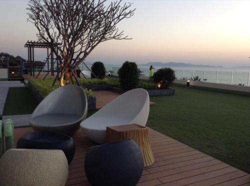 Cetus Beachfront Pattaya Condo