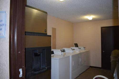 Baymont Inn and Suites Midland Airport Photo