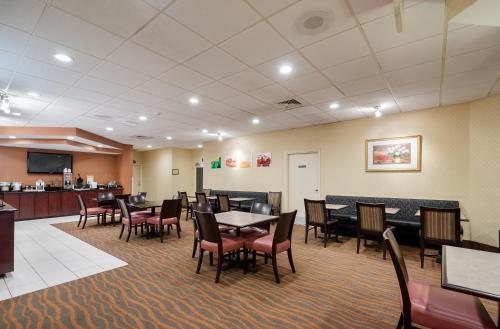 Quality Inn Baltimore West Photo