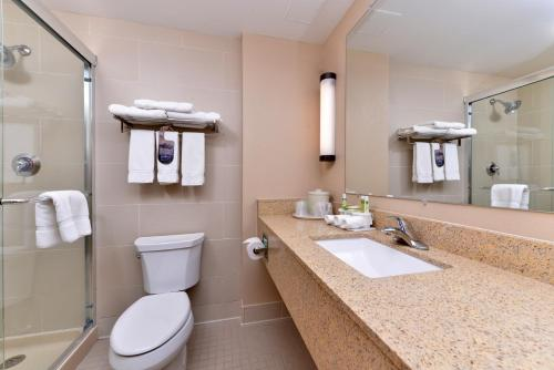 Holiday Inn Express Breezewood - Breezewood, PA 15533