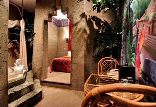Chateau Avalon Hotel - Kansas City, KS 66111