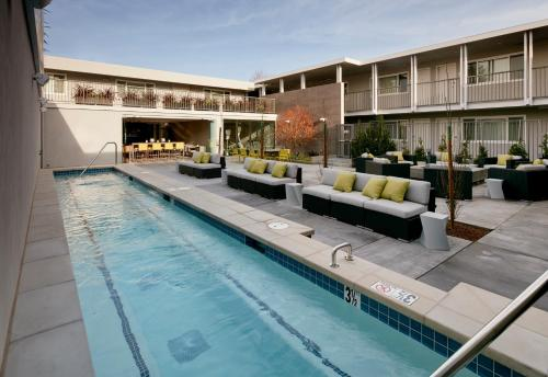 Hotel Lucent Photo